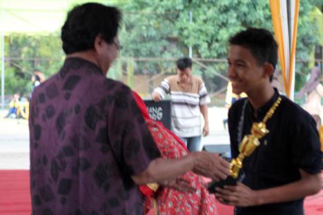 Festival musik tradisional juara 1